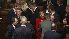 Po 16 hodinách hádek a urážek má Česko vládu s důvěrou. Pro koalici ANO s ČSSD nehlasoval komunista Ondráček