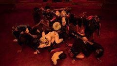 RECENZE: Climax. Režisér Gaspar Noé bere diváka na taneční exkurzi až do pekla