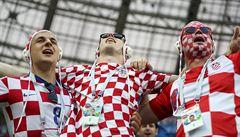 Vlajky, dresy, sázení a hromadný útok na kavárny. V ulicích chorvatských měst fandí i Češi