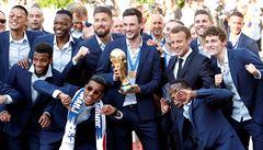 Radost z mistrovství světa ve fotbale kazí politika