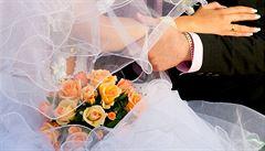 Svatba s cizincem. Místo líbánek otázky na pyžamo i antikoncepci