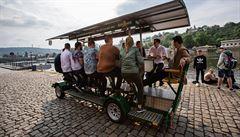 Soud zrušil zákaz 'pivních kol'. Od soboty se mohou vrátit do centra Prahy, radnice plánuje protiakci