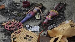 V řeckém 'Danteho pekle' uhořela devítiletá dvojčata s prarodiči, oheň je dostihl na útesu