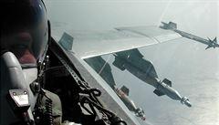 Stíhačka NATO se nebezpečně přiblížila k letadlu ruského ministra obrany, tvrdí ruská agentura
