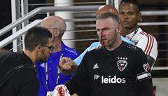 VIDEO: Rooney v premiéře v USA skončil s krvácejícím a zlomeným nosem