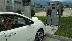 Německo zvýší dotace na elektromobily na 6000 eur. Na každé dálniční pumpě budou nabíječky