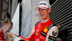 VIDEO: Mick Schumacher kráčí ve stopách svého otce. Poprvé slaví ve Spa