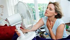 Jak se ochladit v bytě bez klimatizace. Ve dne nevětrat a spát s mokrými vlasy