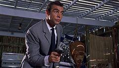 Sean Connery napsal scénář k bondovce. Agent 007 v ní měl bojovat proti jaderným žralokům