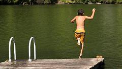 Tabule o stavu vody by měly být v létě u každého rybníku