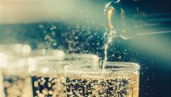 Šumivá vína už nejsou jen pro slavnostní okamžiky, prosazují se i jako letní pití