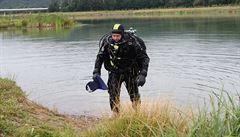 U jezera Lhota u Prahy se utopili dva sedmiletí chlapci. Našli je potápěči, resuscitace byla neúspěšná