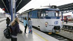 Poruchy kolejí komplikují železniční dopravu v Praze. Provoz je omezen