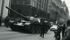 Svět vzpomíná na okupaci v srpnu 1968. Média přinesla rozhovor s Josefem Koudelkou i nebezpečnou událost z Davle