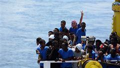 Migranti u břehů Libye unesli loď, která je zachránila. Na Maltě byli předáni policii