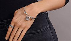 Výrobce šperků Pandora se zbavil šéfa. Náramky s přívěsky netáhnou