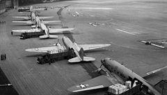 Tři havárie letadel v jeden den. Letecký most nad Berlínem před 70 lety zažil 'černý pátek'