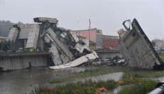 Do mostu v Janově udeřil blesk, tvrdí svědci. Pak se pilíře začaly hroutit