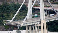 Jeden z pilířů mostu v Janově se naklání, může se zřítit. Premiér vyhlásil 12měsíční výjimečný stav