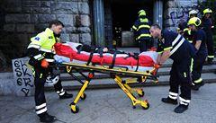 Dívka se propadla do šachty pod letenským kyvadlem, vyprostili ji až hasiči