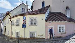 Tři domy v nejmenované uličce. Pražský Nový Svět znovu ožívá s novými nájemníky