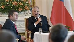 Zeman stále odmítá jmenovat ministrem zahraničí Miroslava Pocheho