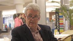 Nový román o pražském jaru od autora Skleněného pokoje si britský tisk chválí