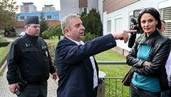 'Buzer*nti a Židi do plynu.' Soud s extajemníkem SPD je za rohem, přístup do sněmovny stále má