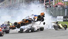 Alonso letěl vzduchem. Velkou cenu Belgie vyhrál Vettel, snížil ztrátu na Hamiltona