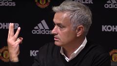 'Mám víc titulů, než ostatní trenéři dohromady!' Mourinho neunesl debakl, zmizel z tiskovky