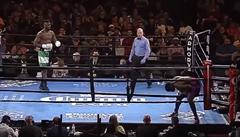 VIDEO: Zazněl první gong a boxer těžké váhy odešel po jedné vteřině z ringu