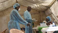 Jako lékař bojoval s virem eboly. Teď se sám nakazil a bojuje o život