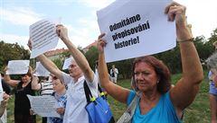 ZVĚŘINA: Invazi nedáme. Komunisté hájí ponižující okupaci jako správnou