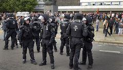 Chystali útoky na migranty, politiky i novináře. Německá policie zadržela sedm pravicových teroristů