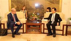 Expremiér Sobotka se vydal do Číny. Na soukromé cestě si našel čas i na politické schůzky