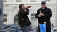 Denní doporučení neznamená pít alkohol každý den, zlobí se vědci