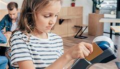 Lidé s dluhy z dětství by měli být snadněji oddluženi. Do 15 let by odpovědnost plně nesl rodič
