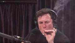 Nečekaný důsledek Muskova vykouřeného jointu. NASA chystá velkou bezpečnostní prověrku vesmírné SpaceX