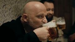 Jó, smíchovská hospoda, láká herec Čermák na Staropramen. Spot přitom vznikl na Vinohradech