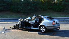 Na dálnici u Křelova havarovala tři auta, která na 90 minut zastavila provoz. Jedna osoba byla zraněna