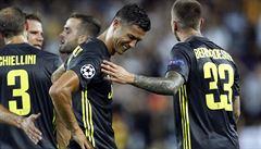 VIDEO: Ronaldo zatahal soupeře za vlasy a poprvé v evropských pohárech byl vyloučen