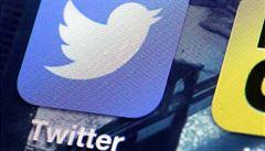 Některé účty na Twitteru jsou kvůli útoku stále zablokované. Přístupové údaje uživatelů údajně uniknout neměly