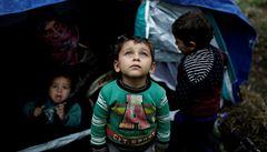 Dostaňte z Morie alespoň děti, žádají Lékaři bez hranic. Řecko přesune z přeplněného tábora tisíce migrantů