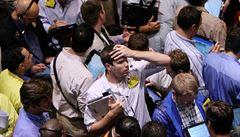 Strach z koronaviru přispěl k oslabení amerických akcií, Dow Jonesův index se výrazně propadl