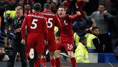 Liverpool vyrovnal s Chelsea v poslední minutě, Čech se zranil při výkopu a střídal