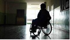 Tři ochrnutí mohou díky implantátu a terapii opět stát a chodit