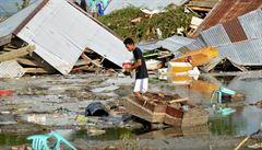 Po zemětřesení v Indonésii se stále pohřešuje přes pět tisíc lidí, ve čtvrtek velké pátrací akce skončí