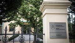 Podivná 'lékařka' nachytala také slovenskou ambasádu a nadaci. Ta teď žádá důkazy o její organizaci
