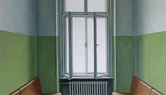 RECENZE: Výstava Ivany Lomové. Čekárna je vlastně přestupní stanice