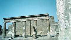 Archeologové našli v Pompejích sbírku rituálních amuletů